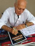Ruggero signing Daniel's poster